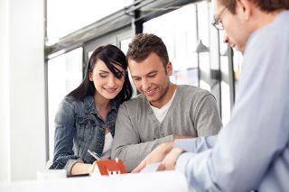 Der er både fordele og ulemper ved at have en medansøger, når man søger om forbrugslån. Lavere renter og større chance for at få lån er nogle av fordelene.